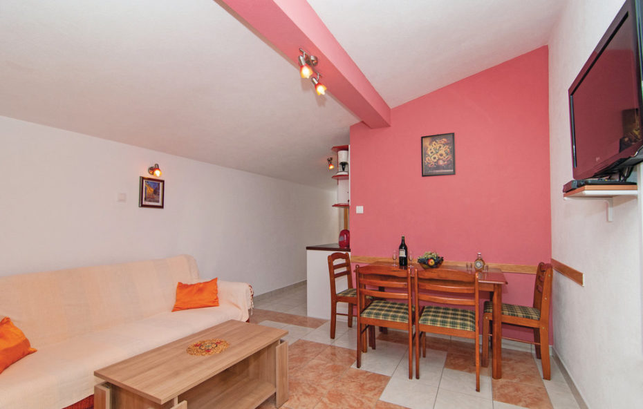 """Apartments Otok – Apartment 3 """"Red"""" for 2+2 persons"""